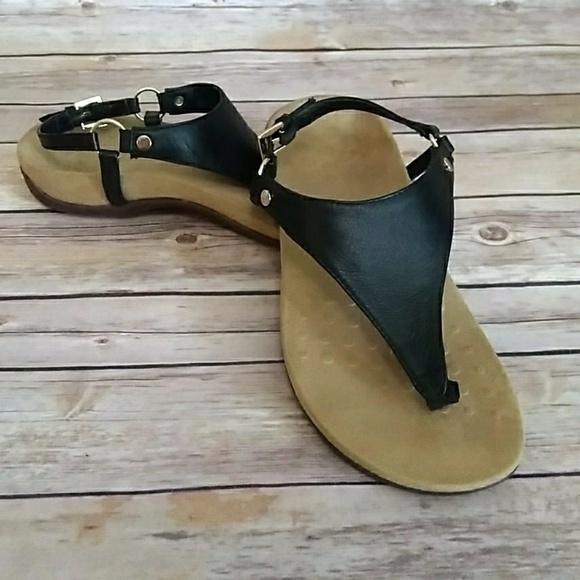 484947cc832 Vionic Kirra thong style black leather sandals. M 5b5108b3409c1512eaf67725